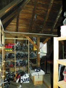 Dachboden mit Freizeitausrüstung